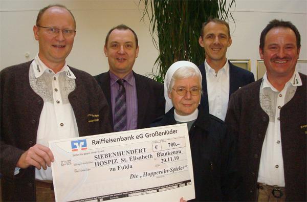 Die Blankenauer 'Hopperain-Spieler' spenden an das Hospiz