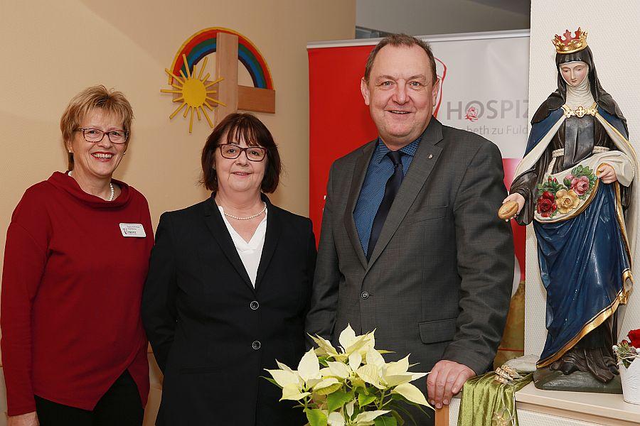 Das Foto zeigt von links: Hospizleiterin Dagmar Pfeffermann, Katarina Roder und Ansgar Erb  Foto: Sabrina Diegelmann