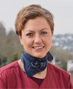 Portraitfoto von Claudia Schäfer